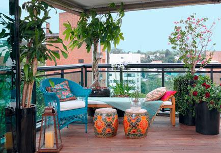 cobertura-varanda-plantas-vasos-flores-cachepots-vietnamitas