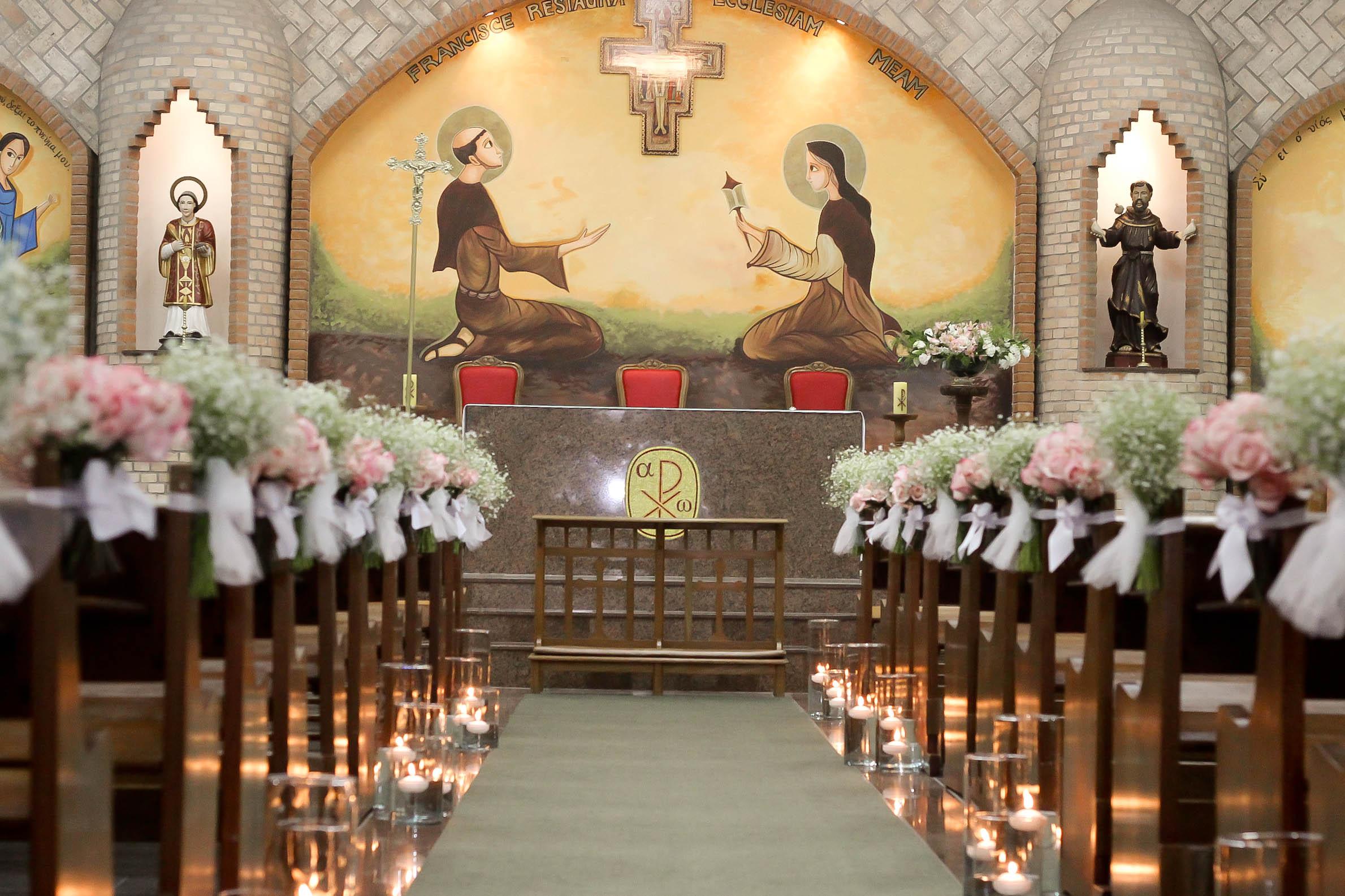 casamento Santinha do pau oco -> Fotos Decoração De Igreja Para Casamento Simples